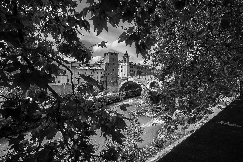 Ponte Fabricio - Castello Caetani - Tiber - Rome sept. 2018 - foto: Per Bos